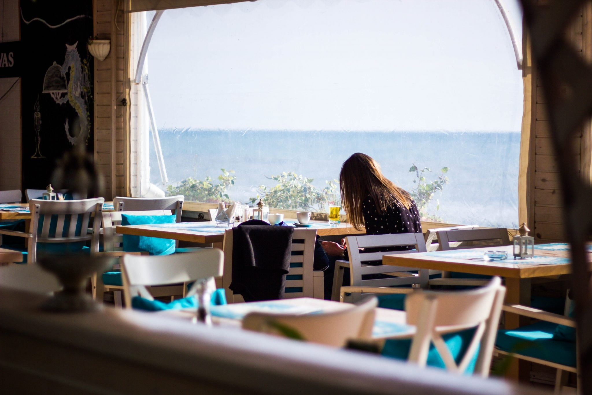4 Quick Ways Restaurant Owners in Beach Towns Can Capitalize on Summer Vacationers